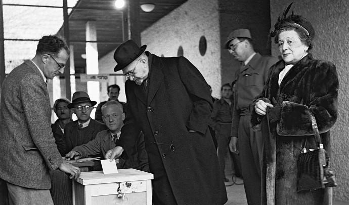 הנשיא חיים ויצמן בקלפי, 1949