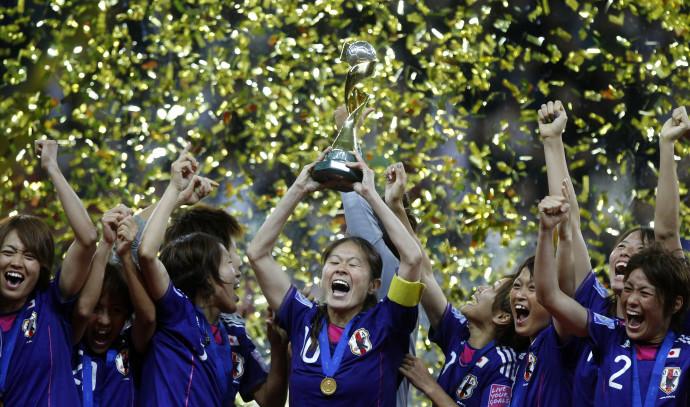 נבחרת יפן בכדורגל נשים חוגגת את הזכייה בגביע העולם, 2011