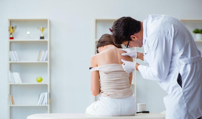 בדיקה לסרטן עור (אילוסטרציה)