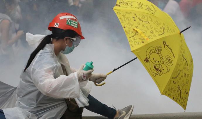 מפגינה נגד חוק ההסגרה בהונג קונג, צילום: רויטרס