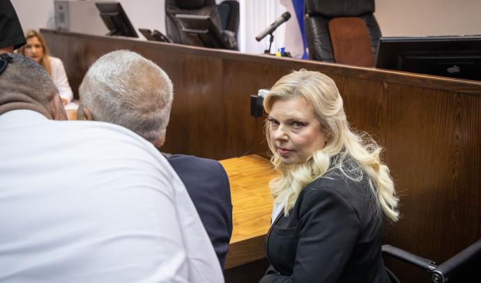 שרה נתניהו באולם בית המשפט, צילום: אמיל סלמן,פול