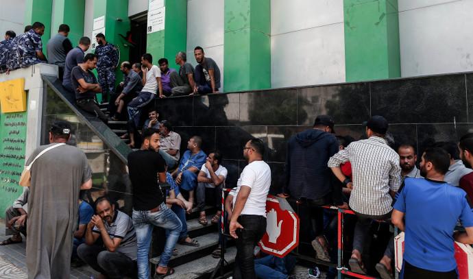 פלסטינים ברצועת עזה מחכים לכסף הקטארי
