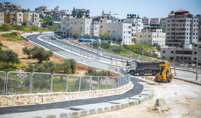 סלילת כביש בשכונת שועפאט שבירושלים