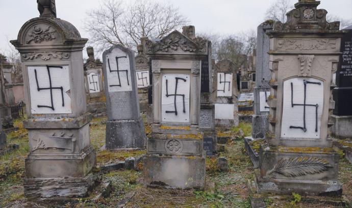 בית קברות שהושחת בצרפת, ארכיון