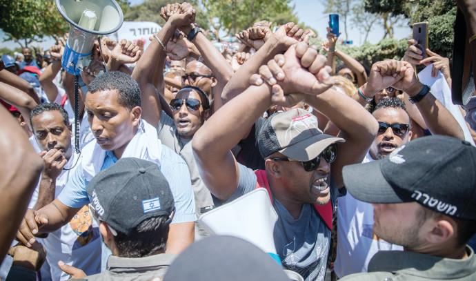 מחאה מול הכנסת נגד אלימות המשטרה