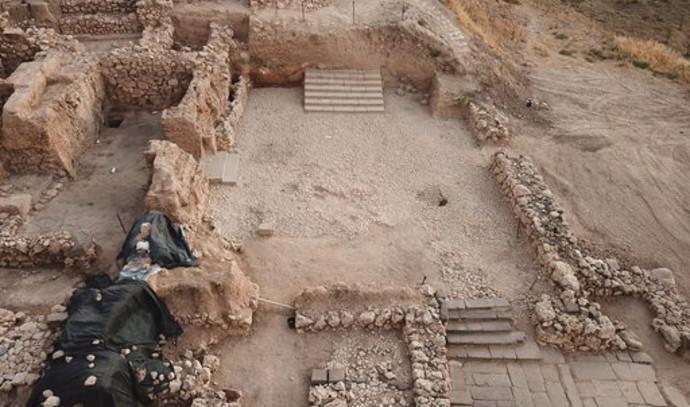 המדרגות שהתגלו בתל חצור