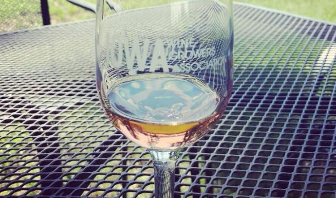 יין פסטיבל איווה מדף הפייסבוק של הפסטיבל