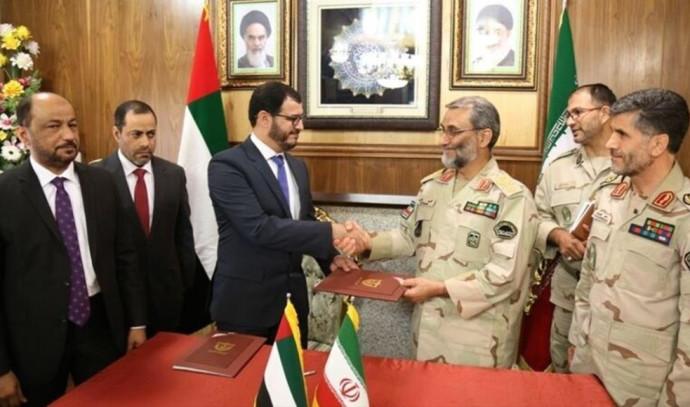 מפקד משמר החופים של איחוד האמירויות (שמאל) ומפקד משמר הגבול האיראני