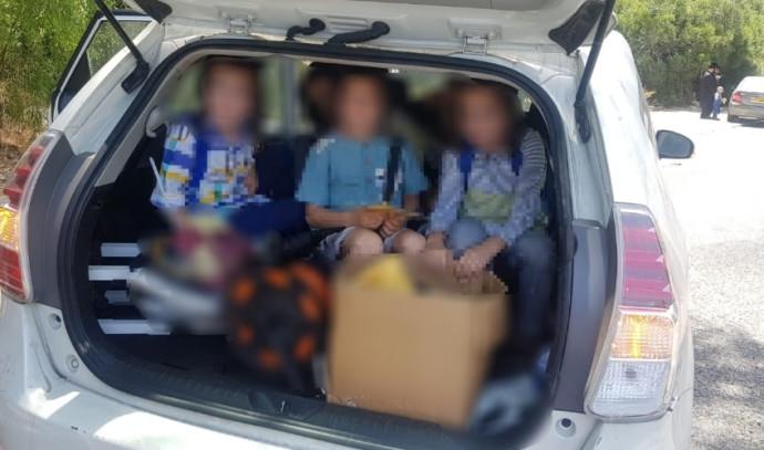 11 ילדים הוכנסו לרכב אחד