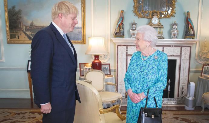 בוריס ג'ונסון והמלכה אליזבת
