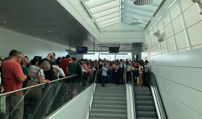 נוסעים בשדה התעופה במינכן