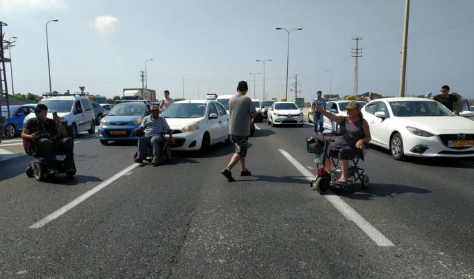 מחאת נכים בכביש החוף
