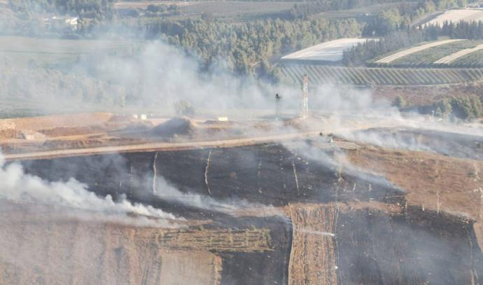 """עשן נישא בלבנון בעקבות תקיפת צה""""ל"""