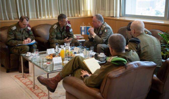 """פגישת בכירי צה""""ל עם מפקד יוניפ""""יל"""