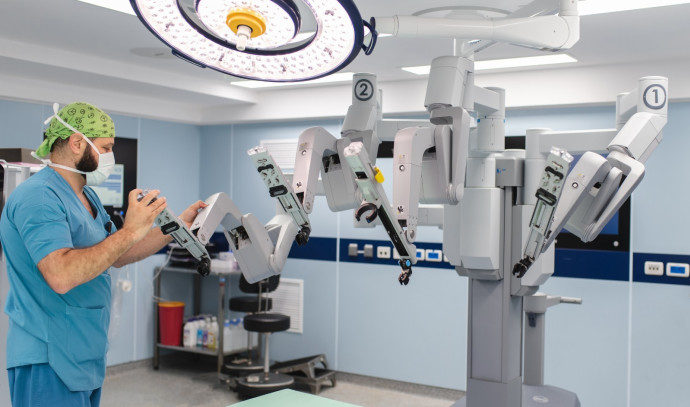 רובוט המבצע ניתוחים גניקולוגיים