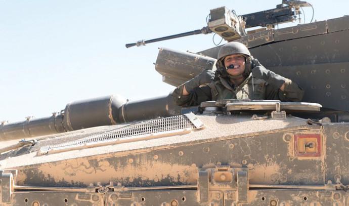 """לוחמת שריון. צילום: דובר צה""""ל"""