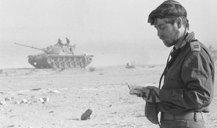 חייל מתפלל בימי מלחמת יום הכיפורים, ארכיון (למצולם אין קשר לנאמר בכתבה)