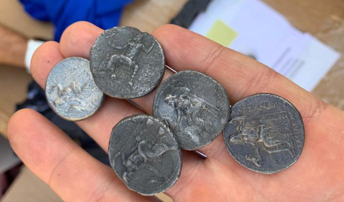 המטבעות העתיקים שנתפסו בכרם שלום