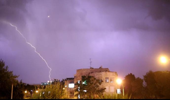 גשם וסערת ברקים בירושלים