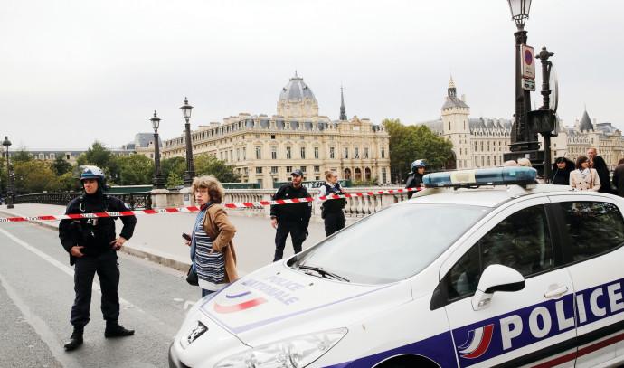 זירת הפיגוע במשטרת פריז