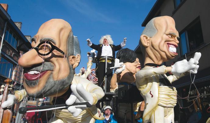 """בובות """"יהודים חמדנים"""", הפסטיבל באאלסט, בלגיה"""