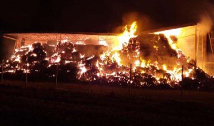המתבן בנהלל עולה באש