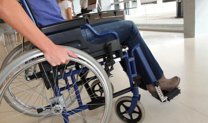 נכה בכסא גלגלים