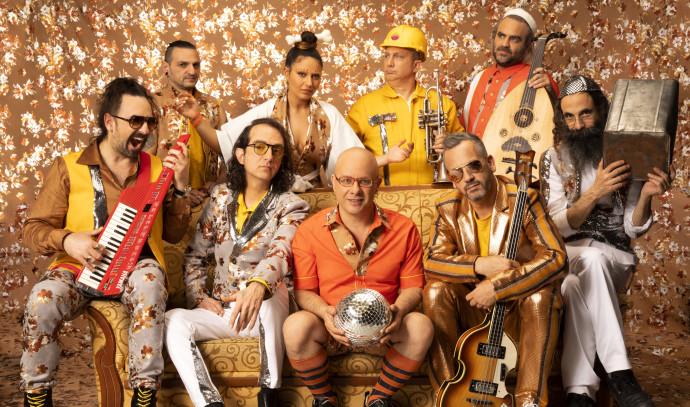 להקת טיפקס, קובי אוז. חליפות: דורון אשכנזי