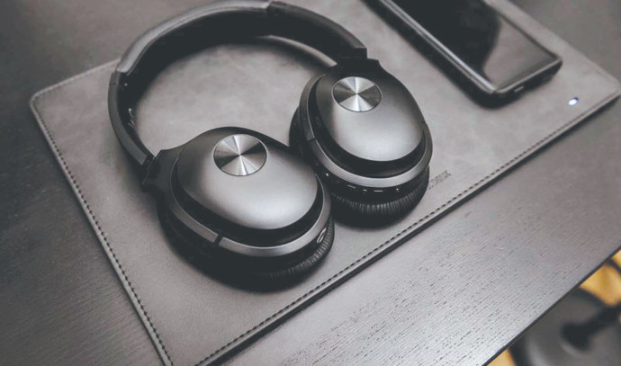 אוזניות COWIN SE7