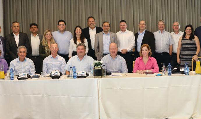 הנהלת אסביטק גלובל ויועציהבכנס בכירי ביו־פארמה גלובליים