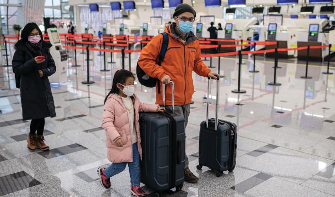 השפעות נגיף הקורונה בשדה התעופה. צילום: NICOLAS ASFOURI\AFP via Getty Images