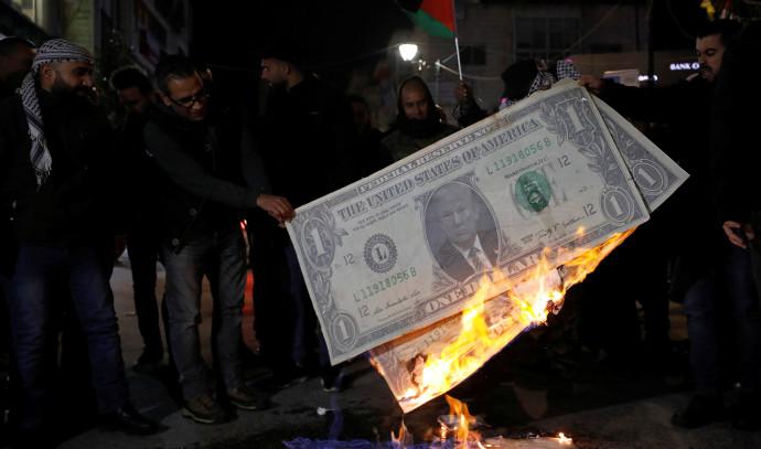 פלסטינים מוחים נגד תוכנית המאה