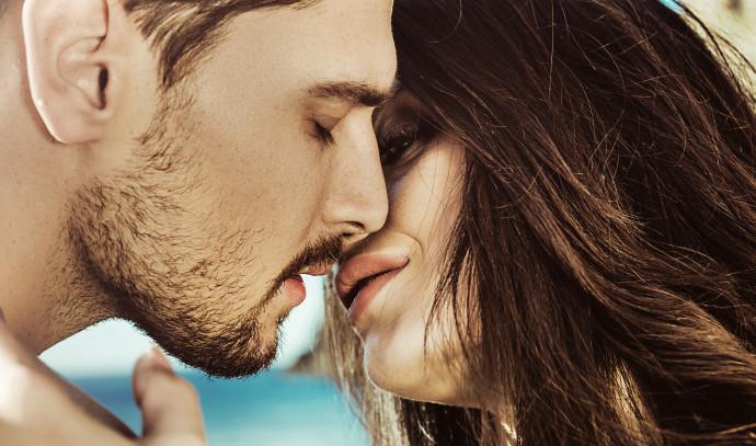 מתנשקים, נשיקה