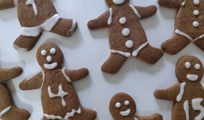 עוגיות ג'ינג'ר בזיגוג סוכר