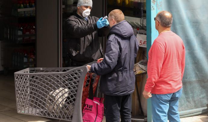 קורונה: בדיקת חום בכניסה לסופרמרקט