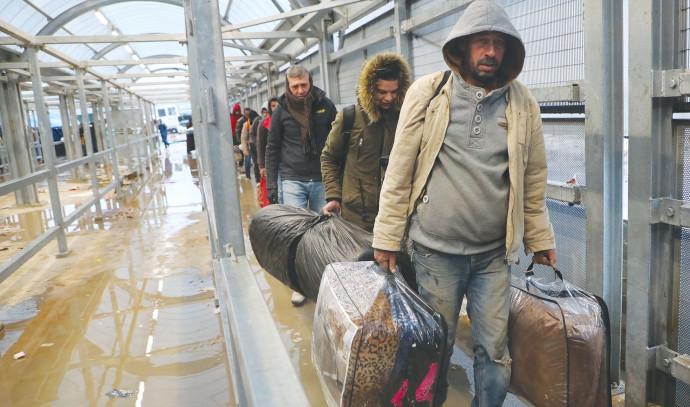 פועלים פלסטינים במעברים
