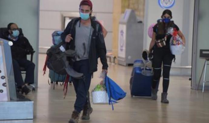 צעירים נוחתים מלימה במבצע חילוץ של אל על וישראל