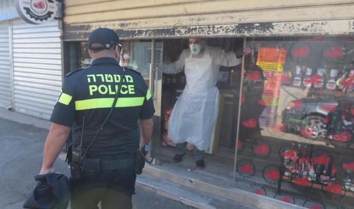 המשטרה אוכפת את ההגבלות