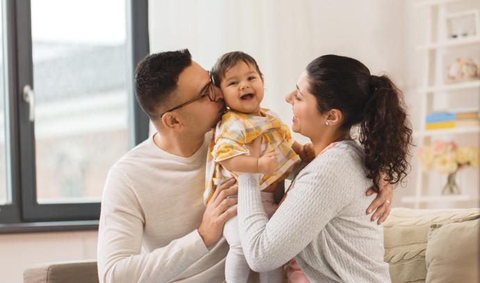 זוג הורים עם ילד