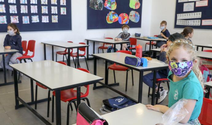 קורונה: הלימודים בבתי הספר בישראל מתחדשים בהדרגה
