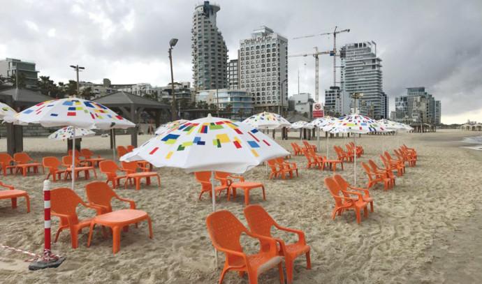 היערכות לפתיחה מחודשת של חופי הים בתל אביב בצל מגבלות הקורונה