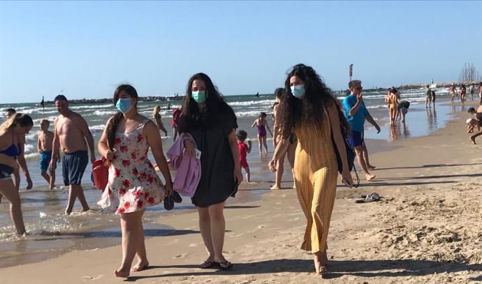 שבת בחוף הים בתל אביב
