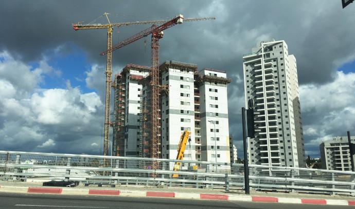 אתר בנייה ברחובות