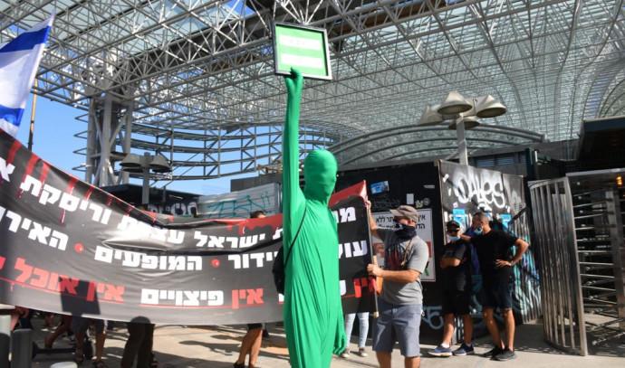 מחאת אנשי התרבות בצומת השלום בתל אביב