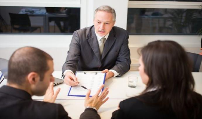 פגישה עם עורך דין לענייני גירושין