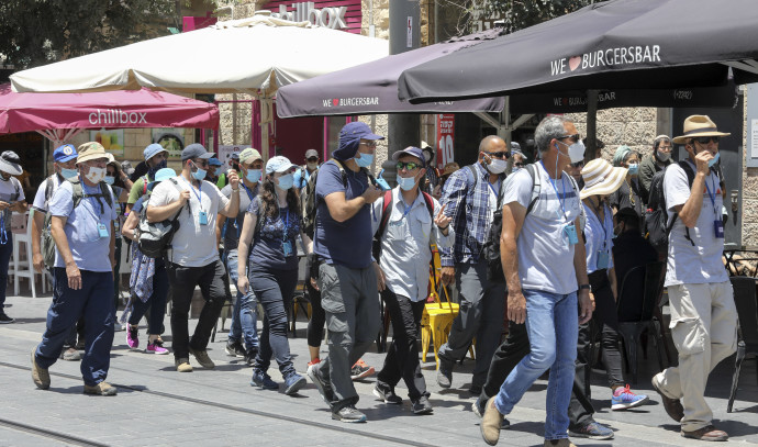 קורונה - אנשים עם מסכות בירושלים, ארכיון (למצולמים אין קשר לנאמר בכתבה)