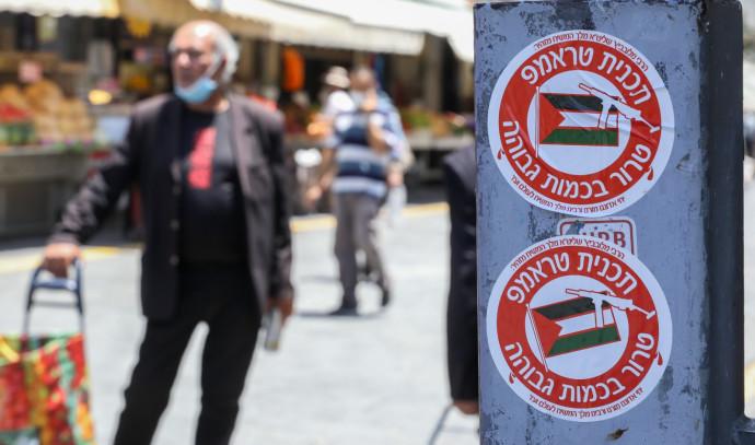 סטיקר בירושלים נגד תכנית טראמפ והסיפוח