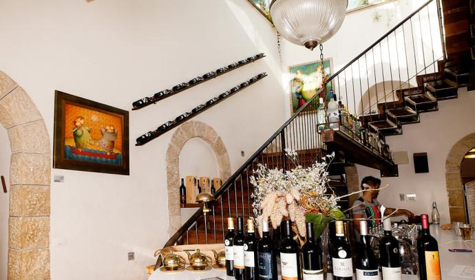 מסעדת בראסרי בעין כרם שבירושלים הפכה לגלריית אמנות עקב משבר הקורונה