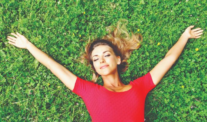 אישה שמחה, אילוסטרציה (למצולמת אין קשר לנאמר בכתבה)