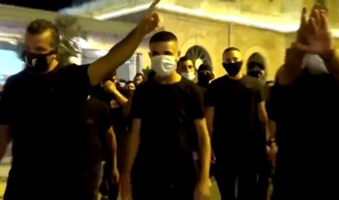 """אנשי """"לה-פמיליה"""" מהפגנה מול מעון רה""""מ"""